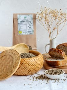 Organic_whole_hemp_seeds_en_live-225x300 (kanapiu baltymai, kanapiu aliejus, kanapiu proteinas)